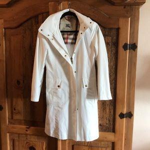 Burberry white raincoat with detachable hood.